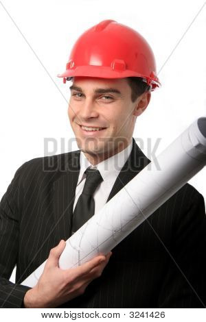 Arquitecto en casco de seguridad rojo