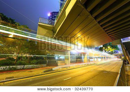 ciudad urbana con la luz del coche