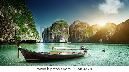 boat on sand of Maya bay Phi phi island