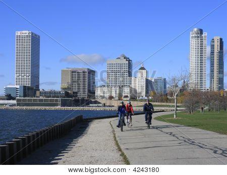 Milwaukee Veterans Park Walkway