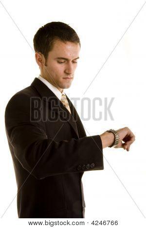 Joven mirando el reloj desaconsejado