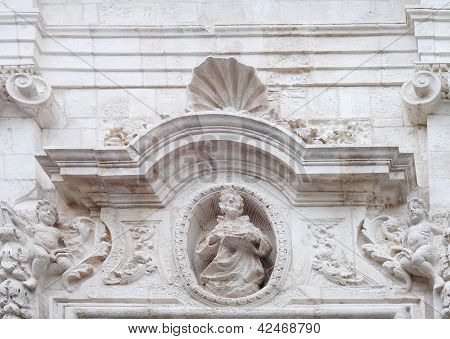 Tympanum in Italy