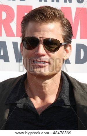 LOS ANGELES - FEB 17:  Casper VanDien arrives at the 2013 Streamy Awards at the Hollywood Palladium on February 17, 2013 in Los Angeles, CA