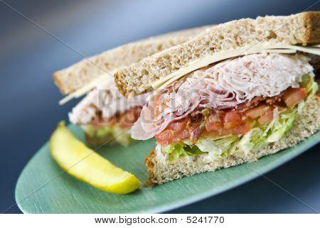 Sanduíche de clube de Deli