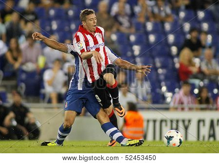 BARCELONA - SEP, 23: Iker Muniain of Athletic Bilbao in action during a Spanish League match between RCD Espanyol vs Bilbao at the Estadi Cornella on September 23, 2013 in Barcelona, Spain