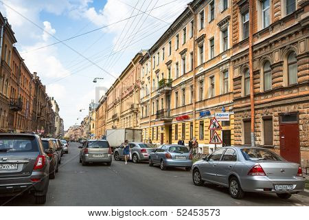 ST.PETERSBURG, RUSSIA - JUN 26: One of the streets in historical center, Jun 26, 2013, SPb, Russia. Petersburg ranked 10th place among the most visited tourist cities in Europe (20th in the world)