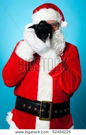 Santa Claus Turns Into A Pro Photographer
