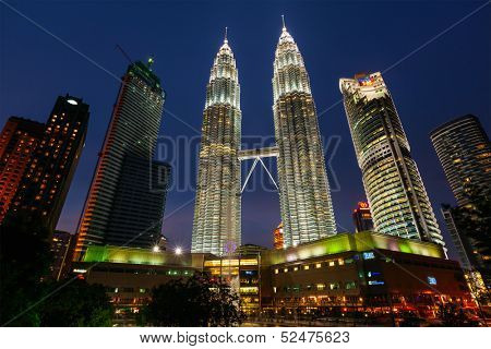 KUALA LUMPUR, MALAYSIA - MAY 5: Petronas Twin Towers in twilight on May 5, 2011 in Kuala Lumpur. They were the tallest building in the world 1998-2004 and remain the tallest twin building