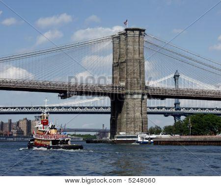 Tug Under Ny Bridges
