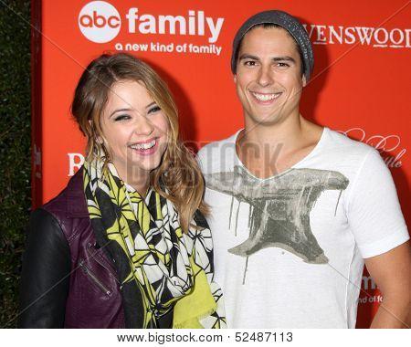 LOS ANGELES - OCT 15:  Ashley Benson, Sean Faris at the