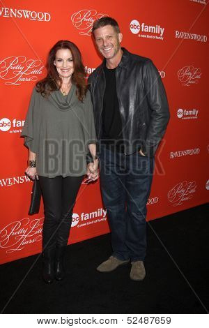 LOS ANGELES - OCT 15:  Laura Leighton, Doug Savant at the