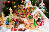 picture of gingerbread house  - Gingerbread house and snowmen - JPG
