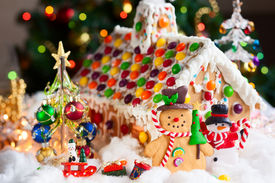 image of gingerbread house  - Gingerbread house and snowmen - JPG