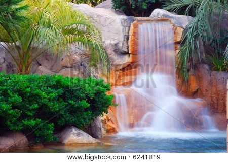mandalay bay waterfall