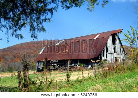 Arkansas Barn in Disrepair