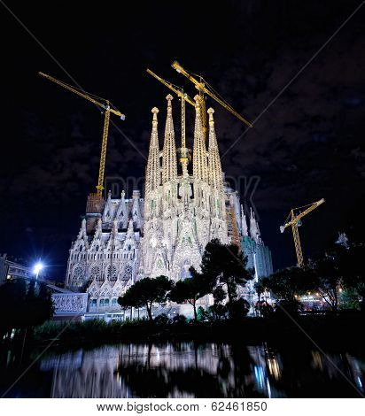 The Basilica of La Sagrada Familia at night