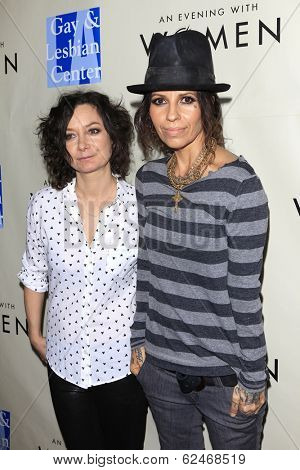 WEST HOLLYWOOD - MAR 15: Sara Gilbert, Linda Perry at An Evening with Women kick-off concert presented by the L.A. Gay & Lesbian Center at The Roxy Theater on March 15, 2014 in West Hollywood, CA