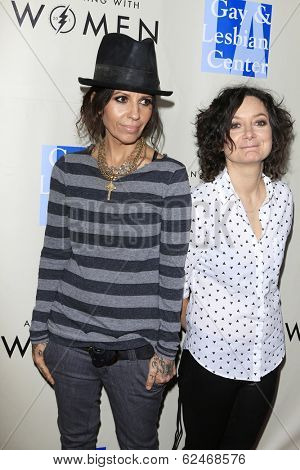 WEST HOLLYWOOD - MAR 15: Linda Perry, Sara Gilbert at An Evening with Women kick-off concert presented by the L.A. Gay & Lesbian Center at The Roxy Theater on March 15, 2014 in West Hollywood, CA