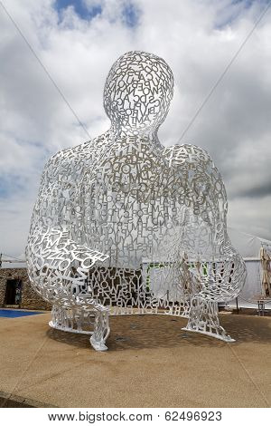 Nomade Sculpture, By Jaume Plensa