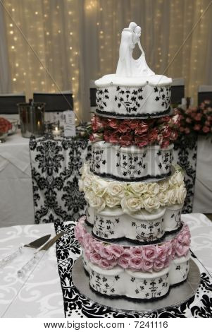 Wedding cake with figures