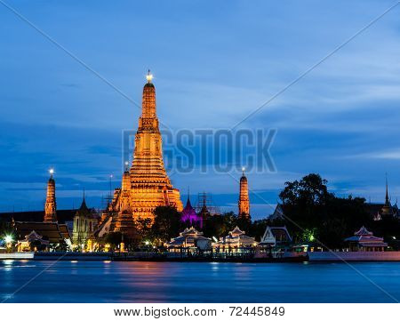 Wat Arun, The Temple Of Dawn, At Twilight, Bangkok, Thailand