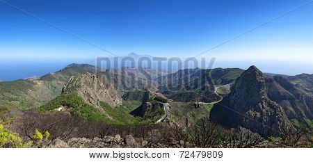 La Gomera - Panorama - Mountain road with Los Roques