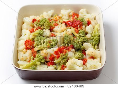 Italian style Cauliflower and romanesco salad with grilled bell pepper and  a lemon, olive oil, chili, salt and pepper marinade, served cold.