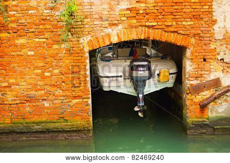 VENICE - SEP 12: docked boat on September 12, 2014 in Venice, Italy. Venice is a city in northeastern Italy sited on a group of 118 small islands separated by canals and linked by bridges