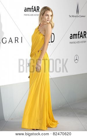 CAP D'ANTIBES - MAY 22: Rosie Huntington-Whiteley at the amfAR's 21st Cinema Against AIDS Gala at Hotel du Cap-Eden-Roc on May 22, 2014 in Cap d'Antibes, France