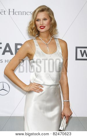 CAP D'ANTIBES - MAY 22: Toni Garrn at the amfAR's 21st Cinema Against AIDS Gala at Hotel du Cap-Eden-Roc on May 22, 2014 in Cap d'Antibes, France