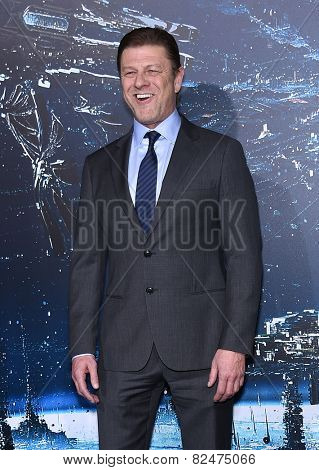 LOS ANGELES - FEB 02:  Sean Bean arrives to the