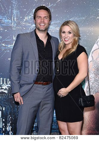 LOS ANGELES - FEB 02:  Scott Porter & Kelsey Mayfield arrives to the