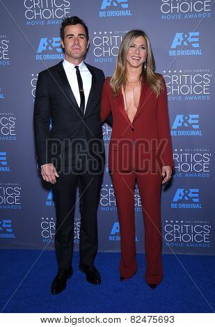 LOS ANGELES - JAN 16:  Jennifer Aniston & Justin Theroux arrives to the Critics' Choice Awards 2015  on January 16, 2015 in Hollywood, CA