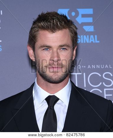 LOS ANGELES - JAN 16:  Chris Hemsworth arrives to the Critics' Choice Awards 2015  on January 16, 2015 in Hollywood, CA
