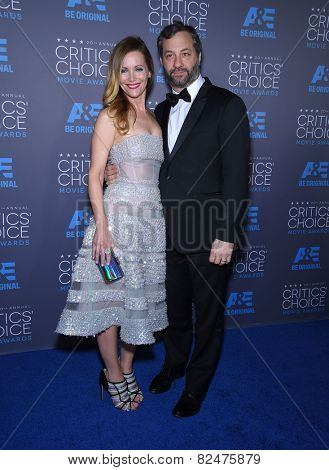 LOS ANGELES - JAN 16:  Judd Apatow & Leslie Mann arrives to the Critics' Choice Awards 2015  on January 16, 2015 in Hollywood, CA