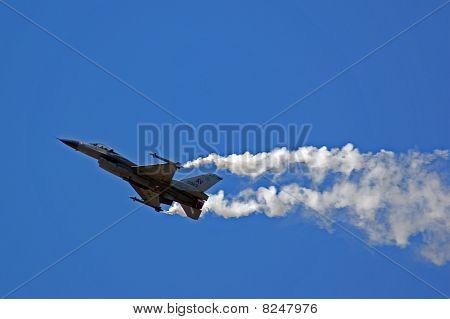 Farnborough Airshow 2010 -f16 Fighting Falcon 4