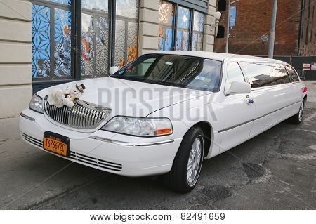 Bridal limousine in DUMBO neighborhood in Brooklyn