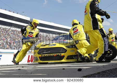 Dover, DE - May 31, 2015:  Greg Biffle (16) brings in his race car for service during the FedEx 400 benefiting Autism Speaks at Dover International Speedway in Dover, DE.