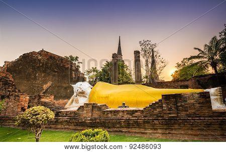 Reclining Buddha At Wat Yai Chai Mongkol