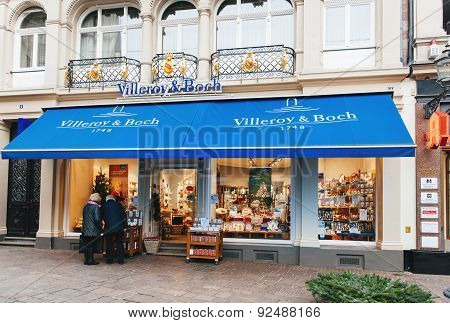 Villeroy & Boch Window Shopping On In The Evenin