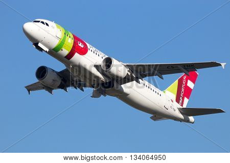 AMSTERDAM-SCHIPHOL - FEB 16 2016: Airbus A320 from TAP Air Portugal taking off from Amsterdam-Schiphol airport
