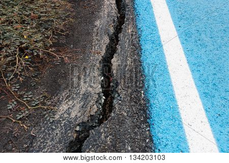 Road asphaltic cracking Failure of asphaltic road.