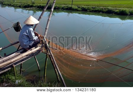 Hue, Vietnam, April 18, 2016 fishermen, the Tam Giang, Hue, fishing. Instruments called VO