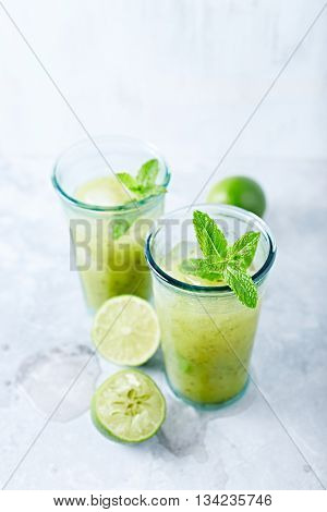 Kiwi Aqua Fresca with Lime Juice and Mint