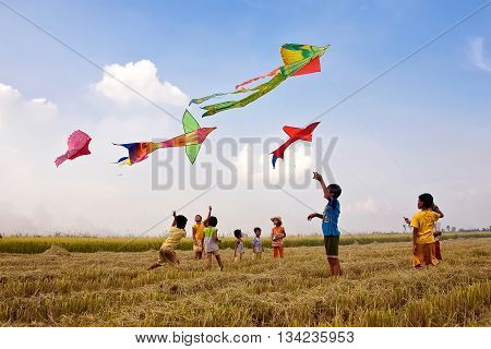 AN GIANG, VIET NAM, May 14, 2016 Children's groups, rural areas in An Giang, fun kite, rice field area