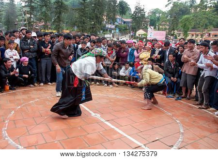 SAPA. VIET NAM, February 20, 2016 the group of people, ethnic minorities, the high mountains. Sa Pa, Vietnam. Entertainment village festival. Game push rod