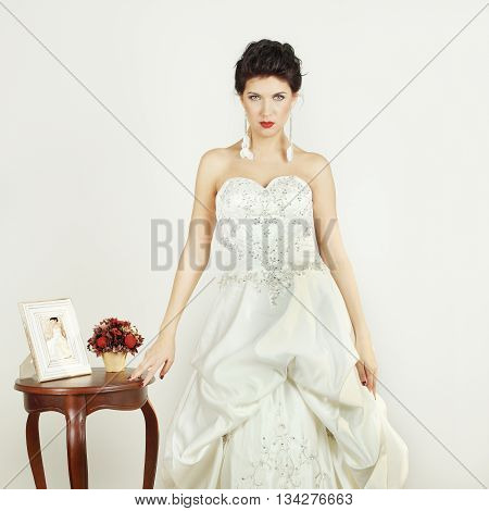 Woman in white dress - femme fatale