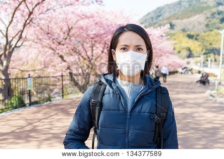Woman suffer from pollen allergy