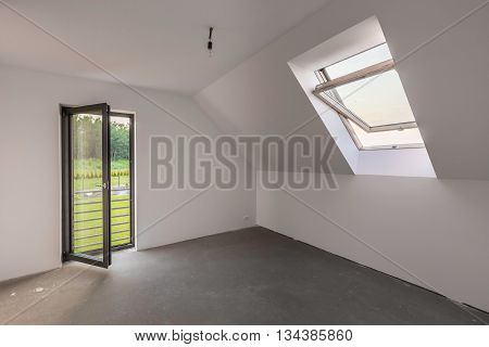 Spacious Attic Room With Balcony