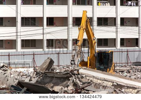 Air extraction system Hydraulic hammer on demolition of old buildings